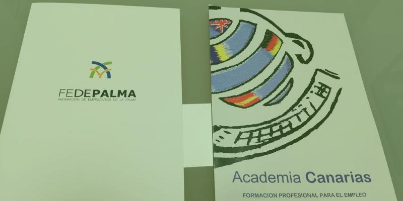 Firma del convenio de colaboración de FEDEPALMA con la Academia Canarias