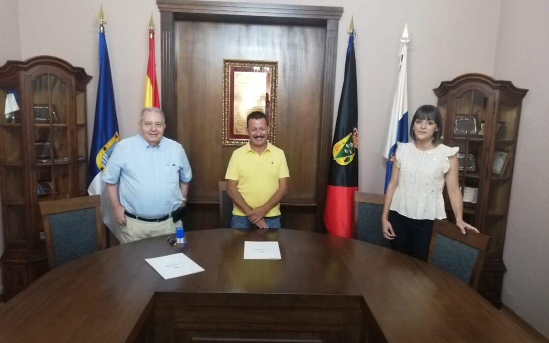 La Patronal Palmera firma convenio con el Ayuntamiento de Fuencaliente.